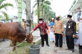 Wali kota serahkan sapi kurban di Masjid Agung