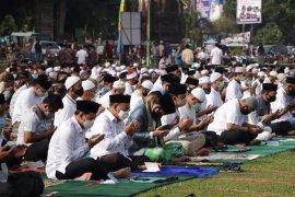 Ribuan masyarakat bersama Wali Kota Binjai dan Ketua PKK sholat Idul Adha 1441 Hijriah