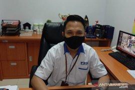 PT. PNM serahkan kartu BPJAMSOSTEK nasabah di Ambon