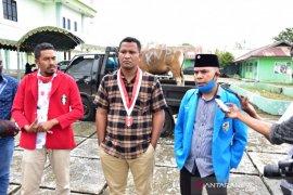 KNPI Malra-OKP Cipayung salurkan sapi kurban dari bupati