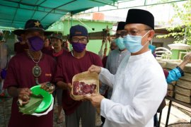 """Wali Kota Pontianak apresiasi panitia gunakan """"besek"""" wadah daging kurban"""