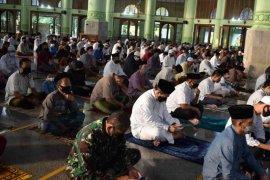 Shalat Idul Adha di Kabupaten Cirebon patuhi protokol kesehatan COVID-19