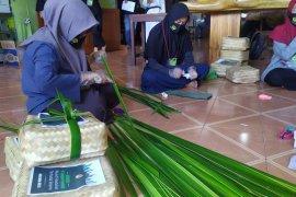 LDII Bali bagikan 10.000 besek daging kurban