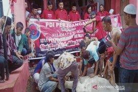 DPC PDI Perjuangan Sibolga berkurban satu ekor sapi dan kerbau