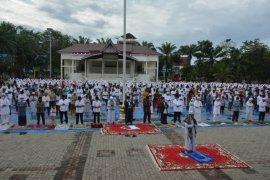 Wali Kota Sibolga Sholat Idul Adha di Lapangan Simaremare bersama warga