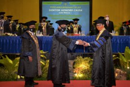 Kepala BKKBN Hasto Wardoyo terima gelar doktor honoris causa dari UNY