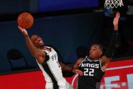 De'Aaron Fox dan Richaun Holmes antar Kings lewati Spurs