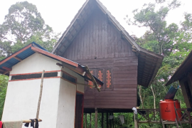 Rumah adat salah satu tempat anggota TMMD 108 menginap saat ini terlihat sepi