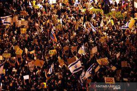 Dugaan korupsi, ribuan orang protes Netanyahu atas COVID-19