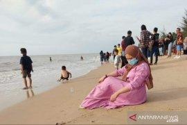 Libur panjang Idul Adha, pengunjung antre berjam-jam ke Pantai Jawai