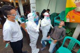 Ada razia masker di Pasar Flamboyan