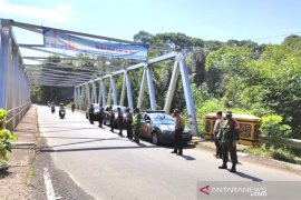 Petugas gabungan TNI/Polri amankan jalan lintas Curup