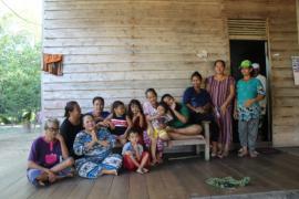 Ibu-ibu pertahankan kemanunggalan TNI usai pelaksanaan TMMD 108