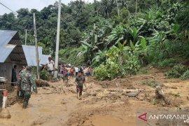 Korem 133 bantu warga Tombulilato bersihkan material banjir