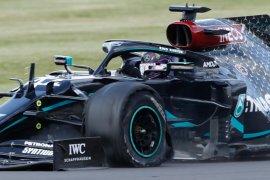 Hamilton juarai GP Britania setelah drama pecah ban depan