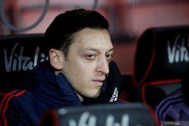 Tidak hadiri perayaan juara  Piala FA, Ozil disebut egois