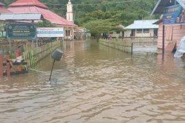 Hujan deras warga di Kabupaten Pultab terancam banjir