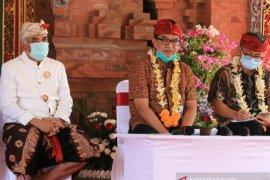 Rombongan Bappenas saksikan paparan khasiat arak Bali untuk COVID-19 (video)