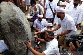 Bupati Gianyar tanda tangani prasasti Pura Mrajan Anyar