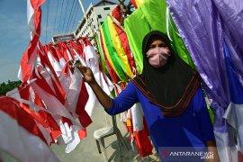 Penjual bendera mulai bermunculan di Pekanbaru jelang HUT RI, cek harga terbarunya
