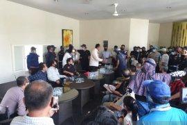 Warga Wisata Bukit Mas Surabaya protes penutupan jalan