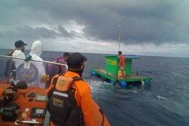 Basarnas Ternate evakuasi dua nelayan asal Fitu