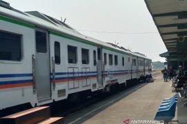Kereta Api Lokal Karawang-Jakarta belum beroperasi karena pandemi COVID-19
