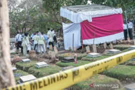 Makam dibongkar, polisi autopsi jenazah mahasiswi korban gantung diri