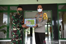 Polda Gorontalo serahkan bantuan masker untuk Korem 133