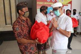 Wabup Badung serahkan bantuan untuk warga Jimbaran dan Sibang Kaja