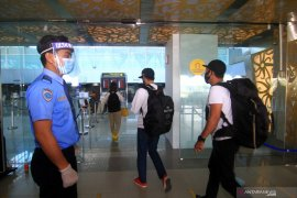 17 penumpang Lion Air jalani tes usap Dinkes Pontianak