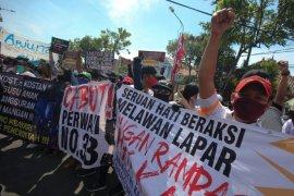Pekerja tempat hiburan malam di Surabaya unjuk rasa  tuntut Perwali 33/2020 dicabut