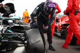 """""""Jantungku nyaris berhenti,"""" kata Hamilton saat alami pecah ban jelang finis"""