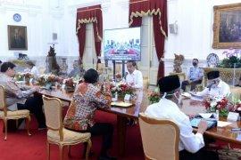 Sekretariat Presiden pasang pembatas kaca di meja oval Jokowi