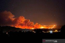 Hampir 8.000 orang warga dievakuasi akibat kebakaran hutan di California