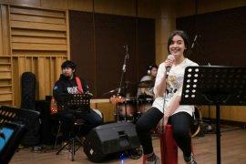 Mawar de Jongh latihan intensif jelang konser virtual