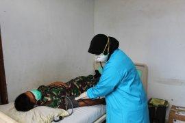 Usai TMMD 108 prajurit Kodim 1203/Ktp laksanakan pemeriksaan kesehatan dan suhu tubuh
