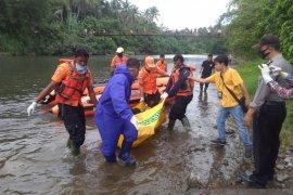 Mayat tak berbaju ditemukan terapung di sungai, gegerkan warga Bisati Pariaman