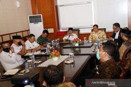 Dekan FISIP UMRAH kesal cara seremoni Gubernur Kepri, siap dukung 'class action'