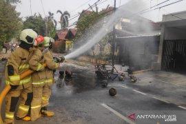 Jumat dini hari, dua kebakaran terjadi di Jakarta