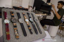 Produksi jam tangan dari semen