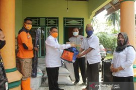 Pemprov Gorontalo serahkan bantuan kepada korban banjir di Boliyohuto