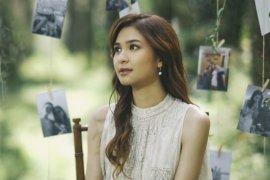 """Mikha Tambayong persembahkan lagu """"Tak Tergantikan"""" untuk mendiang ibu"""