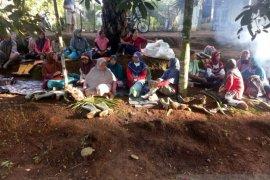 Buruh perempuan PT DDP lanjutkan penutupan jalan perusahaan