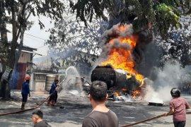 Truk tangki BBM milik Pertamina terbakar di Medan Marelan