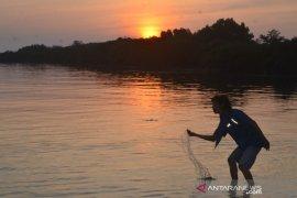 Krisis listrik masih dirasakan warga Pulau Tunda Serang
