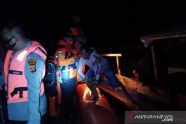 Ten Wakatobi fishermen survive boat fire