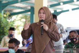 Sejumlah pembangunan tertunda, Bupati Irna minta masyarakat bersabar