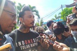 Jerinx, Drummer Band SID diperiksa  Polda Bali terkait pencemaran nama baik IDI