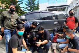 Polda Kalsel tangkap dua orang bawa ratusan kilogram sabu-sabu